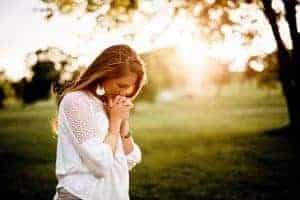 woman outside praying